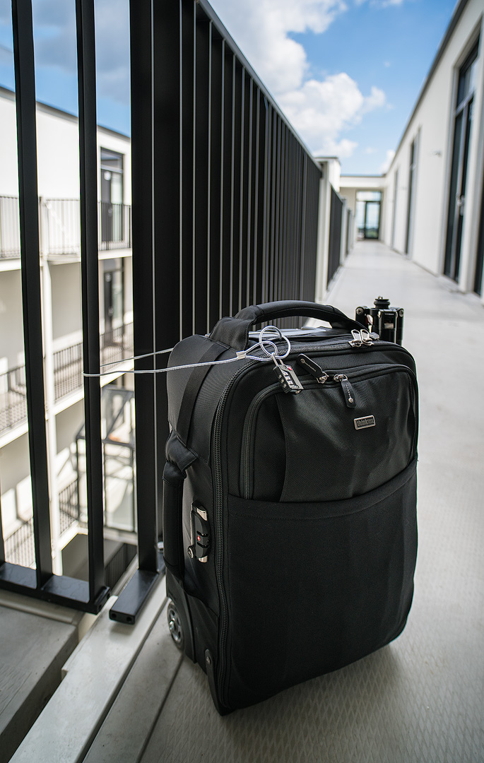Think Tank Airport International v3 cable lock